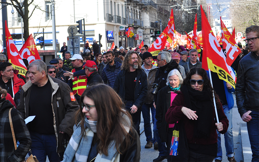3000 manifestants, les images du cortège à Grenoble
