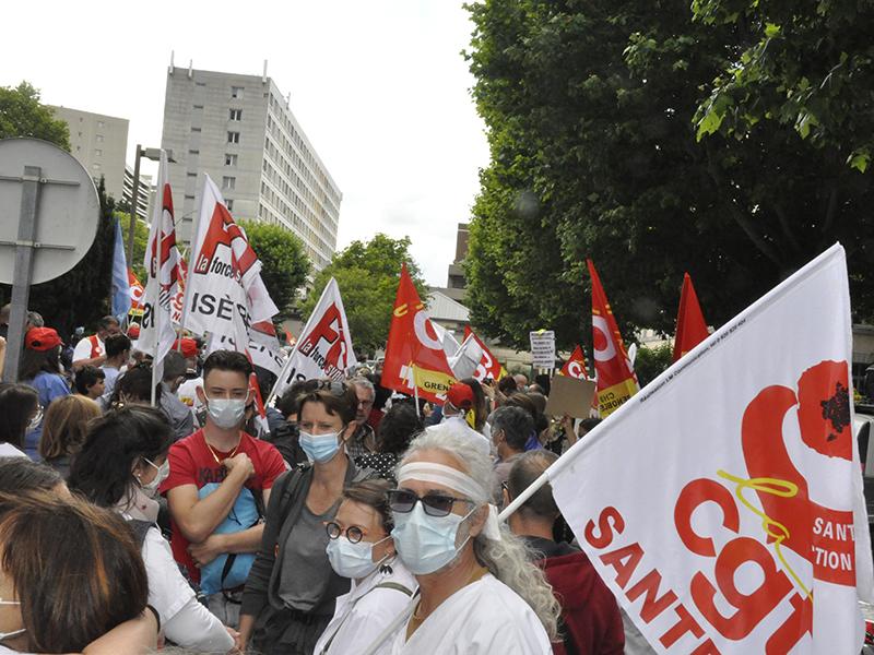 Immense colère dans les rues de Grenoble pour exiger des moyens pour la santé