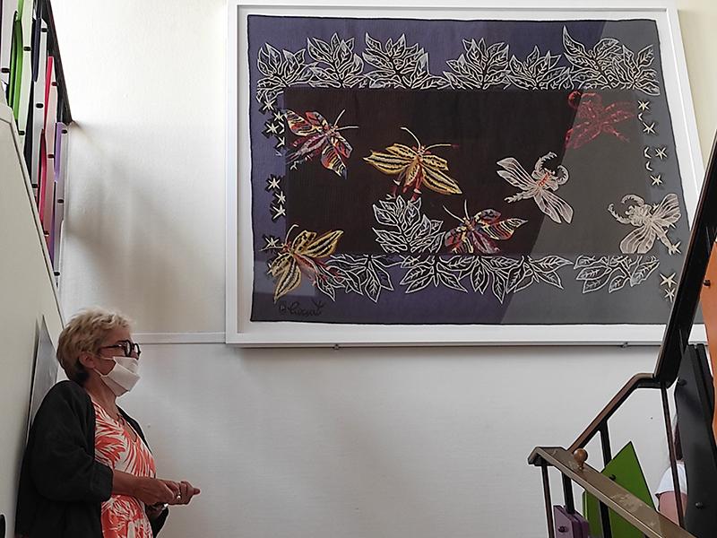 Une œuvre retrouve sa place à la médiathèque de Fontaine