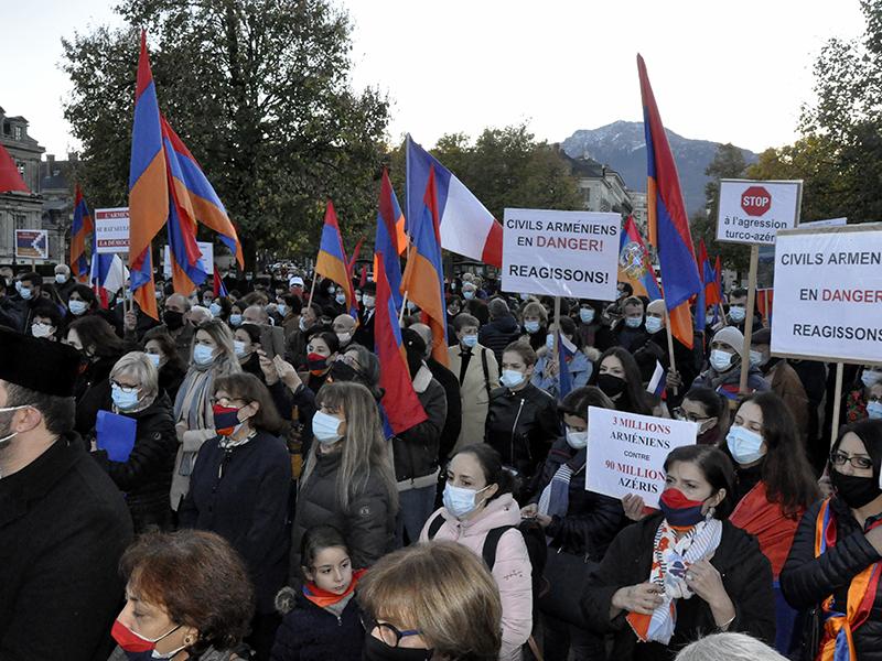 Rassemblement pour l'arrêt d'une guerre barbare contre les Arméniens