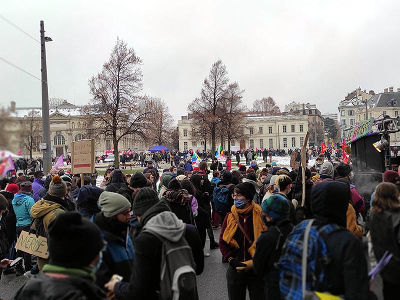Plus d'un millier à Grenoble pour les libertés et l'emploi